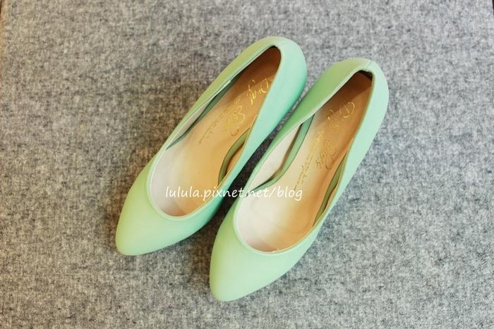 孕婦日記-跟高跟鞋說掰掰-鞋櫃裡的15雙高跟鞋收藏-D+af-Ferragamo-Vince Camuto-Red Velvet 紅絲絨婚鞋-Bo Derek-Diana (30)