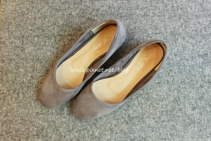 孕婦日記-跟高跟鞋說掰掰-鞋櫃裡的15雙高跟鞋收藏-D+af-Ferragamo-Vince Camuto-Red Velvet 紅絲絨婚鞋-Bo Derek-Diana (20)