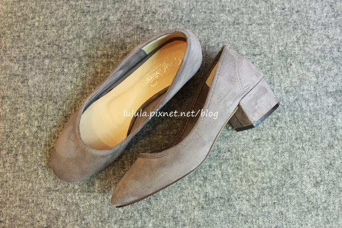 孕婦日記-跟高跟鞋說掰掰-鞋櫃裡的15雙高跟鞋收藏-D+af-Ferragamo-Vince Camuto-Red Velvet 紅絲絨婚鞋-Bo Derek-Diana (21)