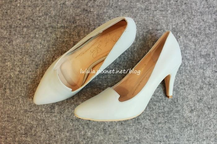 孕婦日記-跟高跟鞋說掰掰-鞋櫃裡的15雙高跟鞋收藏-D+af-Ferragamo-Vince Camuto-Red Velvet 紅絲絨婚鞋-Bo Derek-Diana (23)