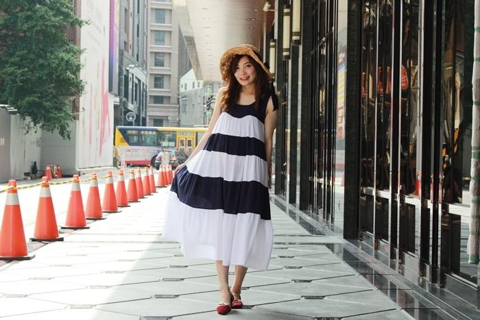 孕婦的一日穿搭日記-度假風藍白長洋裝+可折疊蝴蝶結草帽韓貨SARA
