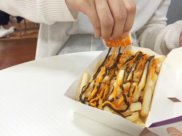 2016日本麥當勞萬聖節限定南瓜醬巧克力醬薯條+季節限定三角水蜜桃奶油派 (11)