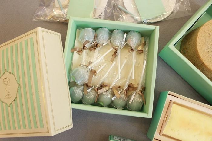 Candy Wedding-粉藍夢幻彌月蛋糕禮盒-小王子迷你派對組-甜心棒棒糖-經典乳酪蛋糕 (79)