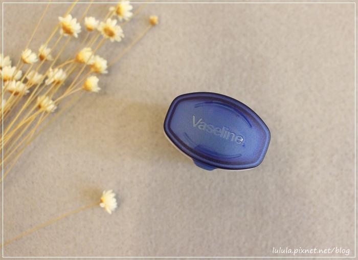凡士林護唇膏-迷你瓶-焦糖布蕾護唇膏限量款-瓶裝護唇膏限量版Vaseline lip therapy for deliciously kissable lips-creme brulee rosylips  (23)