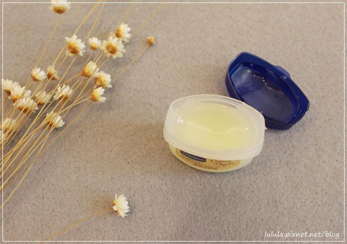 凡士林護唇膏-迷你瓶-焦糖布蕾護唇膏限量款-瓶裝護唇膏限量版Vaseline lip therapy for deliciously kissable lips-creme brulee rosylips  (24)
