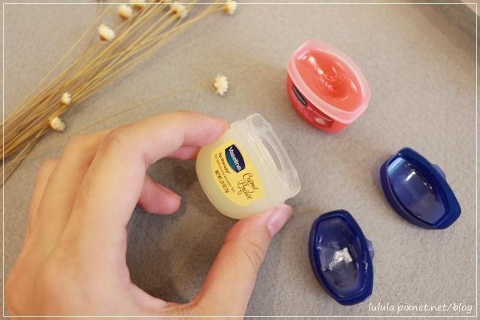 凡士林護唇膏-迷你瓶-焦糖布蕾護唇膏限量款-瓶裝護唇膏限量版Vaseline lip therapy for deliciously kissable lips-creme brulee rosylips  (15)