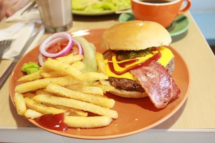 三隻小豬-板橋早午餐-府中brunch-快樂頌-培根牛肉起司堡-平價早午餐 (14)