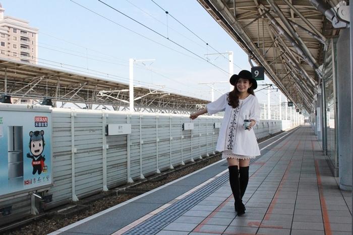 孕婦穿搭-孕婦裝穿搭-淘寶孕婦裝-Uniqlo黑帽-過膝長靴 (2)