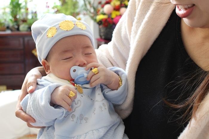 新春報喜金奶瓶~NUK60週年限定版寬口徑PA奶瓶+Genius矽膠安撫奶嘴精裝組 (122)