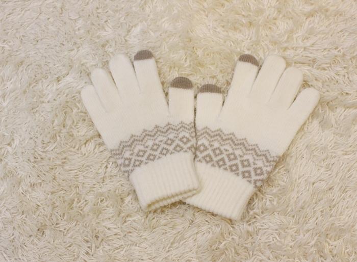 冬日暖暖小物-HOLA手插枕-costco毛毛記憶拖鞋-Daiso大創可觸控手機毛手套 (6)