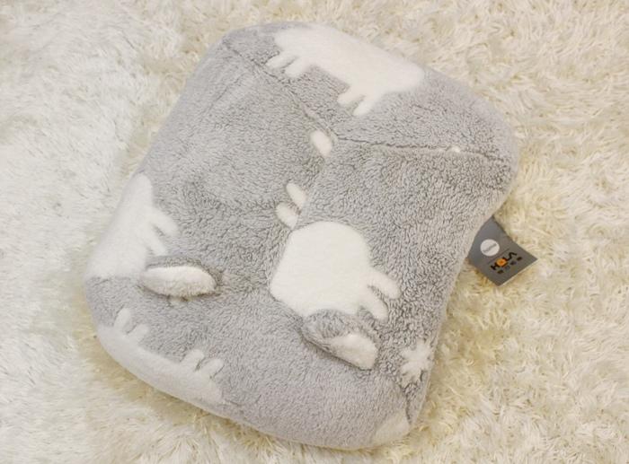 冬日暖暖小物-HOLA手插枕-costco毛毛記憶拖鞋-Daiso大創可觸控手機毛手套 (2)