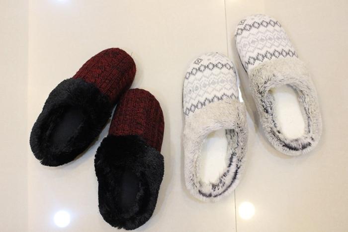 冬日暖暖小物-HOLA手插枕-costco毛毛記憶拖鞋-Daiso大創可觸控手機毛手套 (11)