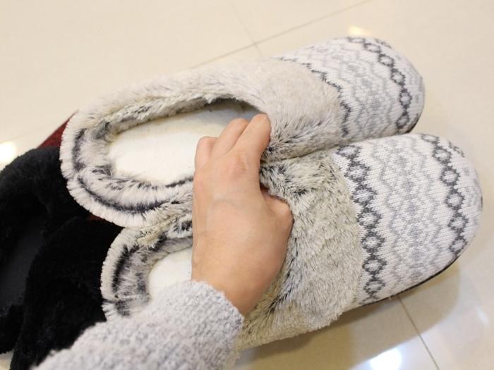 冬日暖暖小物-HOLA手插枕-costco毛毛記憶拖鞋-Daiso大創可觸控手機毛手套 (10)