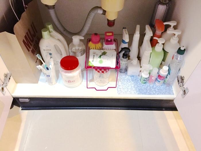 斷捨離與無印良品風的收納日常-morning cleaning-小蘇打粉與檸檬酸的收納-MUJI無印良品入浴劑補充瓶-IG風的主婦收納-梳妝台收納-保養品收納-彩妝品收納-大創PP盒 (9)