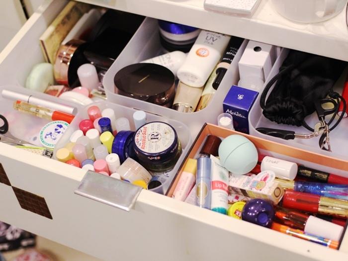 斷捨離與無印良品風的收納日常-morning cleaning-小蘇打粉與檸檬酸的收納-MUJI無印良品入浴劑補充瓶-IG風的主婦收納-梳妝台收納-保養品收納-彩妝品收納-大創PP盒 (7)