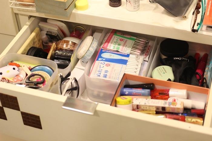 斷捨離與無印良品風的收納日常-morning cleaning-小蘇打粉與檸檬酸的收納-MUJI無印良品入浴劑補充瓶-IG風的主婦收納-梳妝台收納-保養品收納-彩妝品收納-大創PP盒 (15)