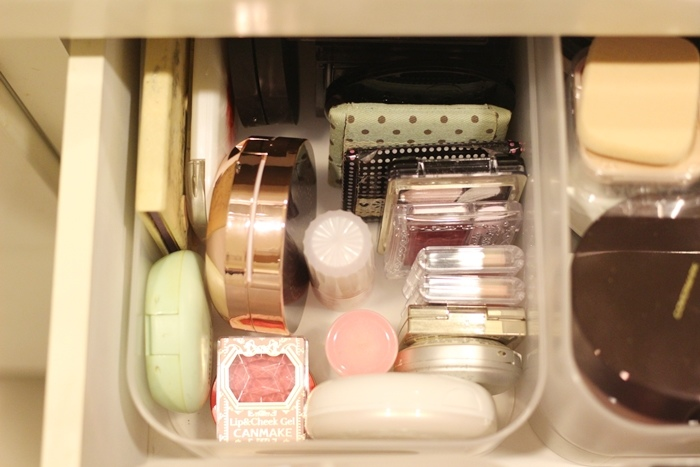 斷捨離與無印良品風的收納日常-morning cleaning-小蘇打粉與檸檬酸的收納-MUJI無印良品入浴劑補充瓶-IG風的主婦收納-梳妝台收納-保養品收納-彩妝品收納-大創PP盒 (57)