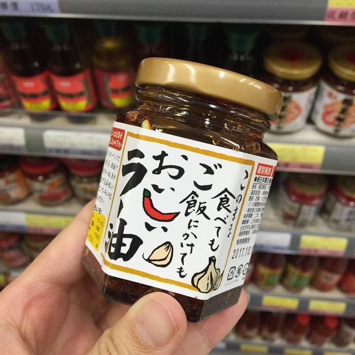日本桃屋辣油 上友辣油 致敬款 拌麵拌飯 香蒜辣油 (2)