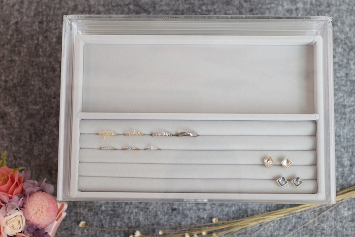 MUJI 無印良品 耳環項鍊手鍊戒指飾品收納 五層抽屜壓克力收納盒 灰絨布飾品收納盒分隔盒壓克力盒用灰絨內盒 賞心悅目的飾品收納法 (33)