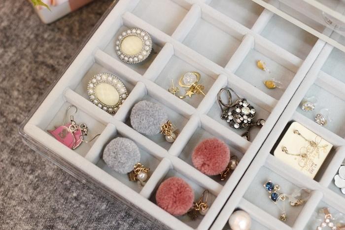 MUJI 無印良品 耳環項鍊手鍊戒指飾品收納 五層抽屜壓克力收納盒 灰絨布飾品收納盒分隔盒壓克力盒用灰絨內盒 賞心悅目的飾品收納法 (28)