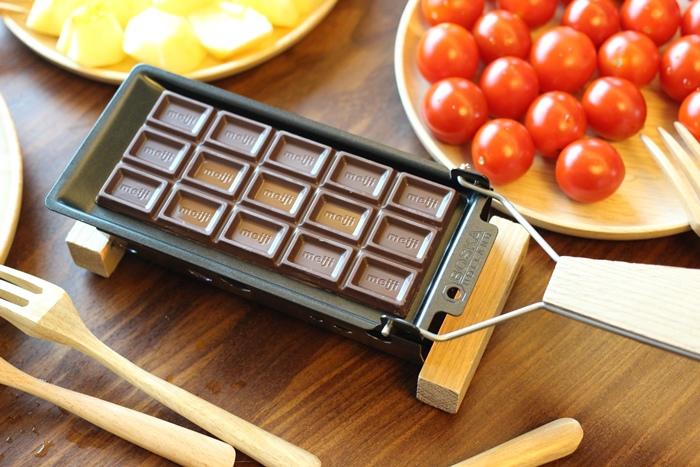 520朋友家聚餐-芝麻葉巧克力火鍋 BOSKA Holland Le Creuset番茄牛肉肉醬 義美奶茶 芝麻葉蒜味麵包早餐 (11)
