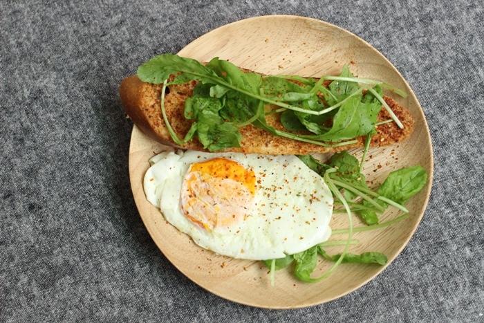 520朋友家聚餐-芝麻葉巧克力火鍋 BOSKA Holland Le Creuset番茄牛肉肉醬 義美奶茶 芝麻葉蒜味麵包早餐 (1)