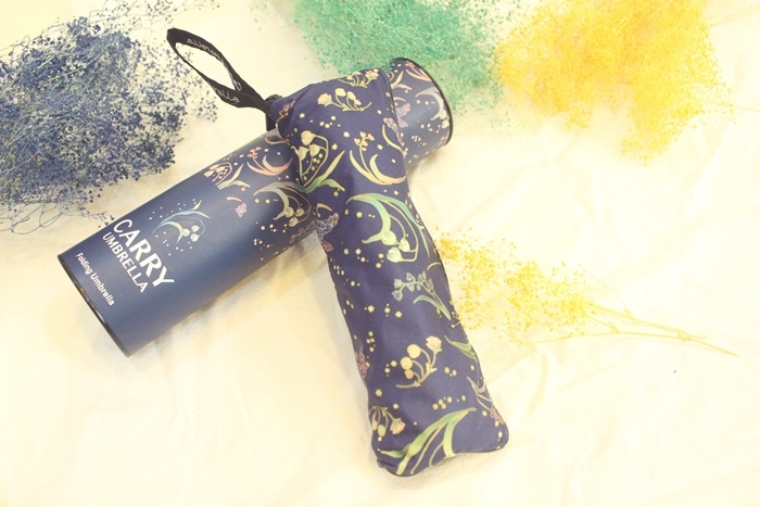 Carry Umbrella 折傘三折傘摺疊傘輕量折傘碳纖維雨傘140g超輕折傘MOOSE碳纖折傘星夜風鈴 (118)