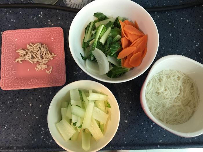 副食品食譜-豬肉白菜紅蘿蔔麵 (6)