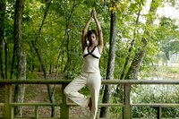 200px-Yoga_tree_pose.jpg