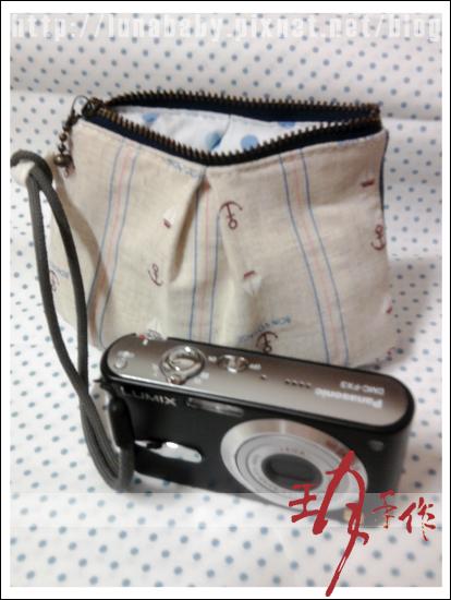 201007-相機包09先把繩子套上布標.jpg