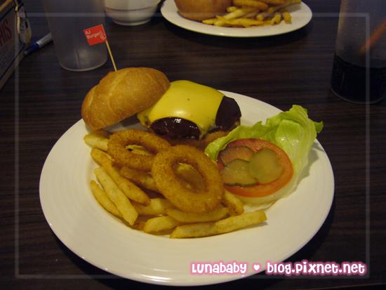 20081223遊台南04AJ-BBQ起士牛肉漢堡.jpg
