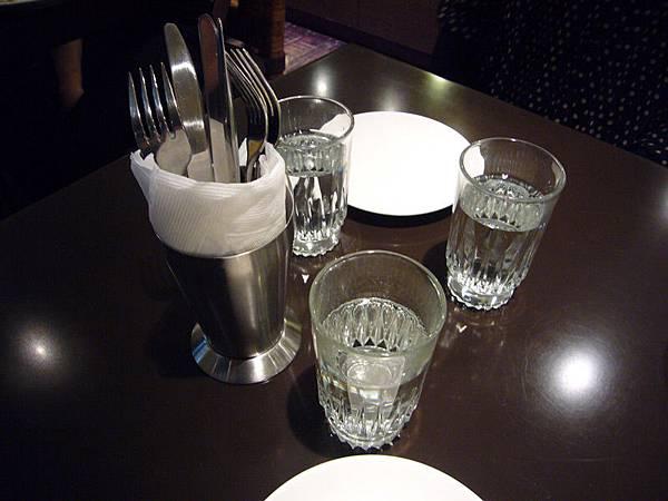 咖啡弄-杯盤光影.jpg