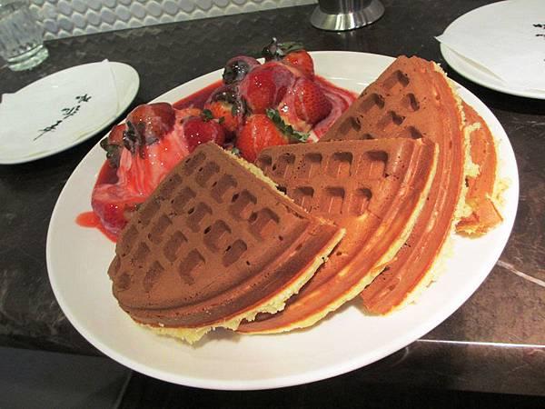 【咖啡弄】草莓鬆餅