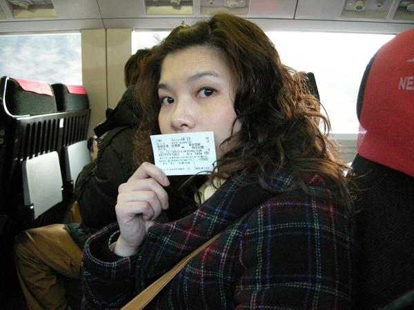 坐在N'EX上和N'EX車票合照