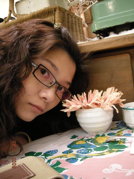 桌上的太陽花是真花唷