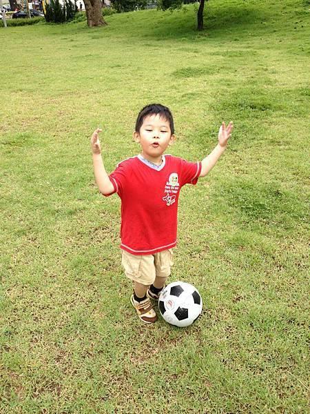 阿錢踢足球