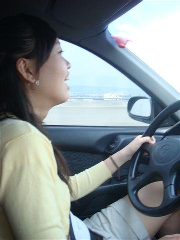 在開車的途中~