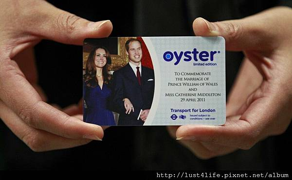 92421-prince-william-and-kate-commemorative-souvenirs.jpg