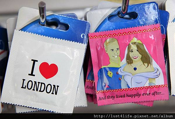 92432-prince-william-and-kate-commemorative-souvenirs.jpg