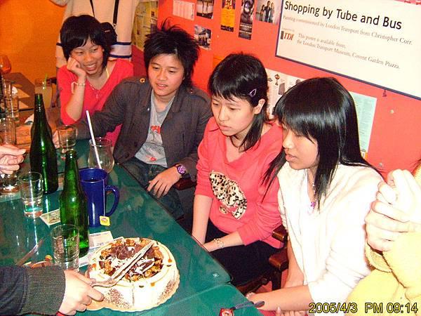 0403義方慶功~是誰在切蛋糕阿?