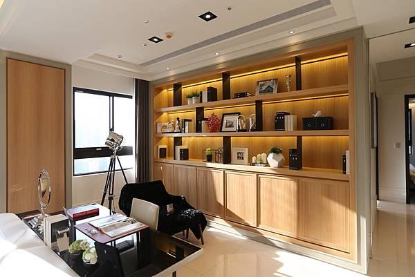遠雄二代宅,採光良好的書房,讓你可以在陽光下看書辦公-中和左岸/中和建案-彩虹園