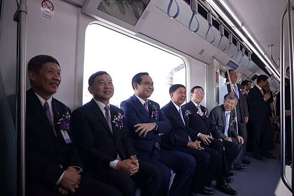 捷運紫色縣預通 地鐵河底隧道雙貫通