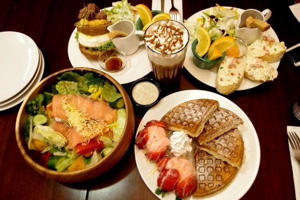 POND BURGER CAFE:台北_POND BURGER CAFE份量十足