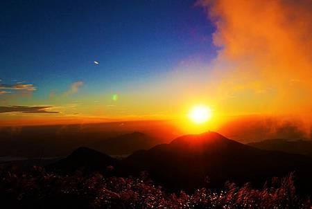 【台北大屯山 | 景點】絕美夕陽與璀璨夜景兼具的大屯山助航站