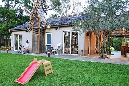 【台北陽明山 | 咖啡廳】隱於林間的白色鐘塔與風車庭園✞天使分享咖啡廳 Angels' Share Cafe