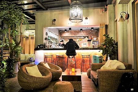 【台北東區 | 咖啡廳】於玻璃屋庭院享有不限時的慵懶與舒適質感▹奎咖啡館