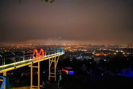 【宜蘭員山 | 景觀咖啡廳】自高空中走入輝煌的蘭陽夜色✧兔子迷宮A.maze咖啡餐廳
