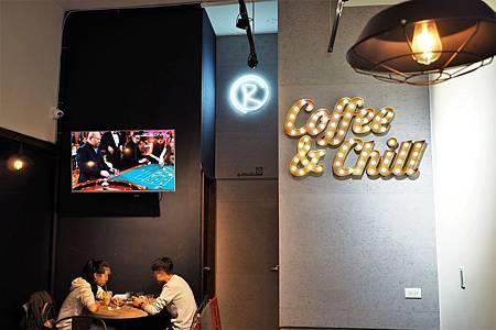 【台北芝山站 | 咖啡廳】感覺Chill且迷人的大人味咖啡廳☞路口加啡 Caffe'Rue