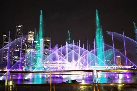 【新加坡 | 表演】完美演繹磅礡與優美的兩大免費水舞秀⁂金沙酒店:幻彩生輝| 仙鶴芭蕾