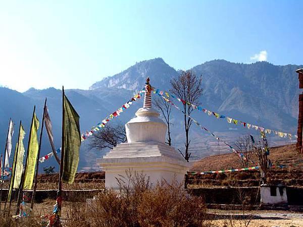 孜當村的藏廟白塔